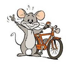 Topolino sorridente con la bicicletta